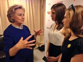 """""""Pussy Riot"""" šnekučiuojasi su Hilary Clinton"""